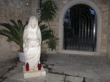 Мать Тереза, скульптура