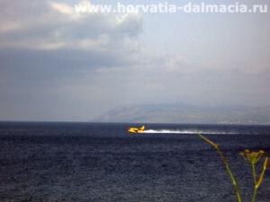 пожарный самолет, на воде