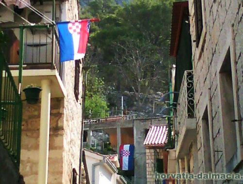 хорватский флаг, Омиш, праздник, день победы