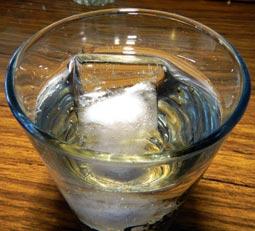 Водка со льдом???