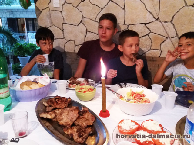 Традиционный ужин с постоянными гостями.